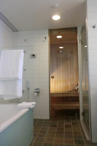 サウナ付きの浴室
