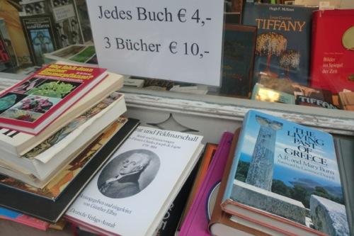 売られている本