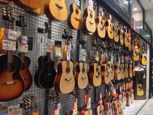 楽器屋のギター