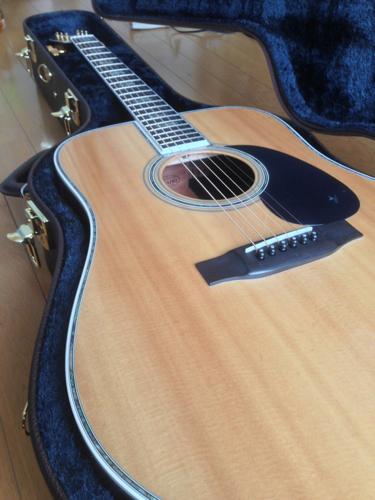 ギターケースを開封