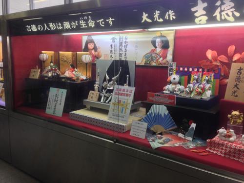 浅草橋駅に飾られている人形