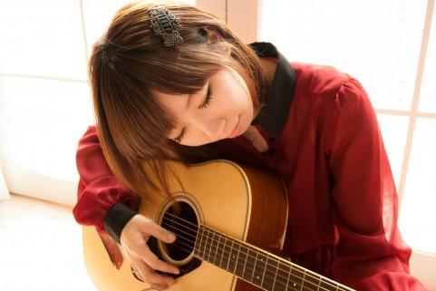 ギターの試奏は恥ずかしい。しかし、生涯の友と出会うチャンスでもある。