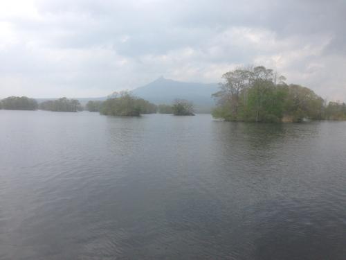 湖から見える駒ケ岳