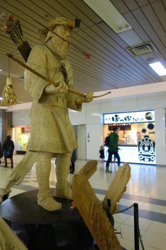 札幌駅内のアイヌ像