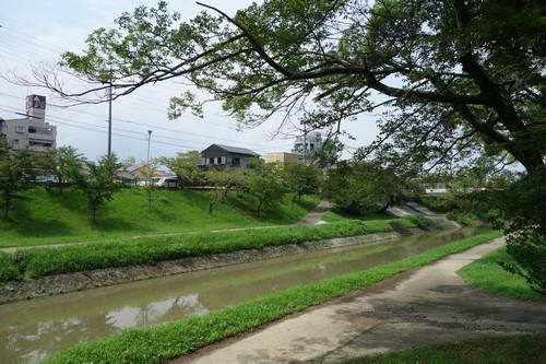 岡崎城横の川