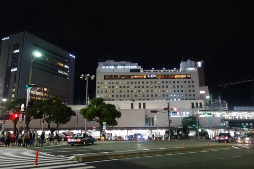 夜の三宮駅