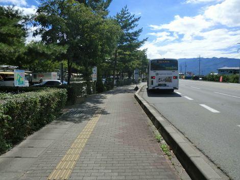川中島古戦場近くのバス停