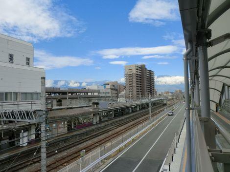 駅から見える山梨の山々