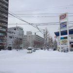 積雪は59cm。札幌は雪が吹雪く大荒れの天気