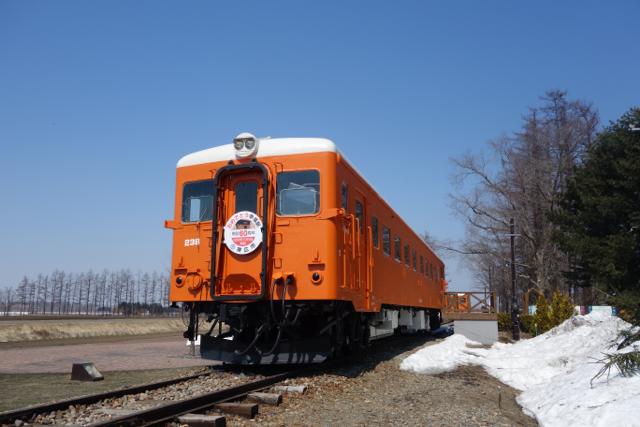 オレンジ色の電車