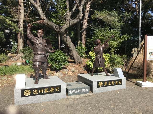 家康と秀吉の像