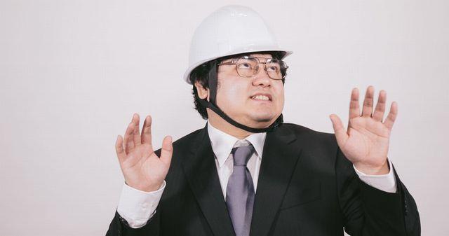 地震に備える男