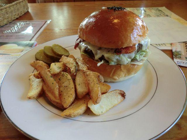 米沢牛のハンバーガー