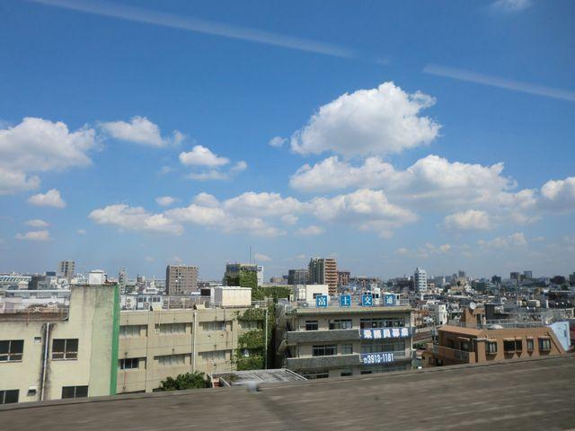 車窓から見える東京の景色