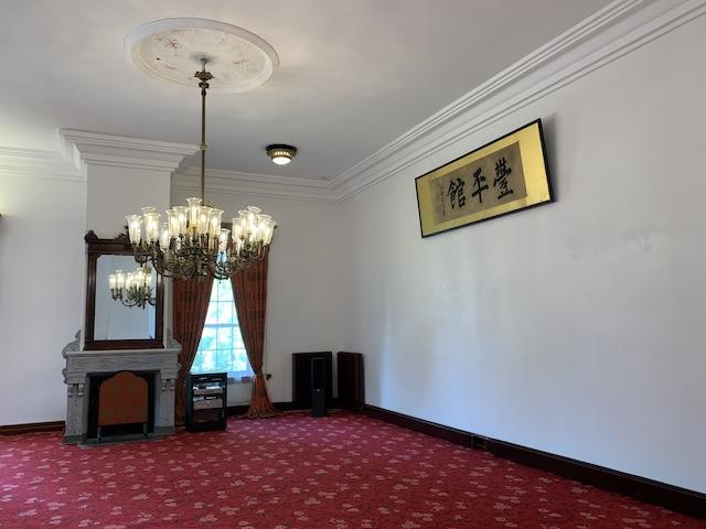 館内部の広い空間
