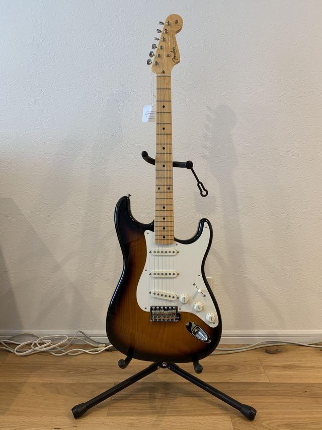 ギターをスタンドに立てる