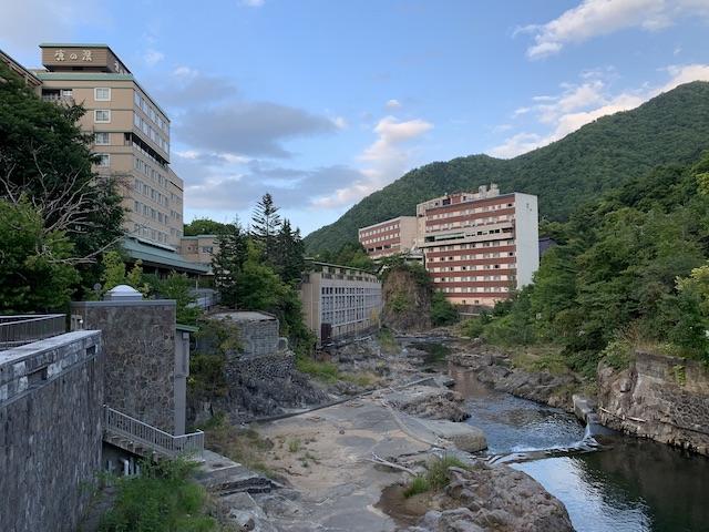 温泉街から見える豊平川